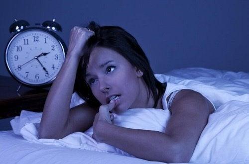 Tulburările somnului sunt printre unul dintre efectele rare ale anxietății