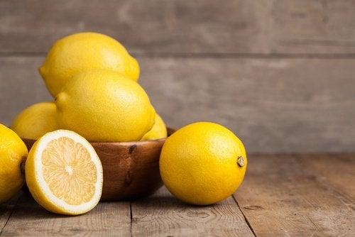 Zeama de lămâie poate fi preparată în casă