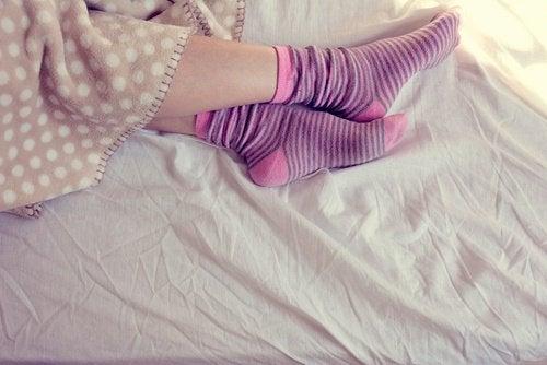 Dacă porți șosete noaptea, te odihnești mai bine