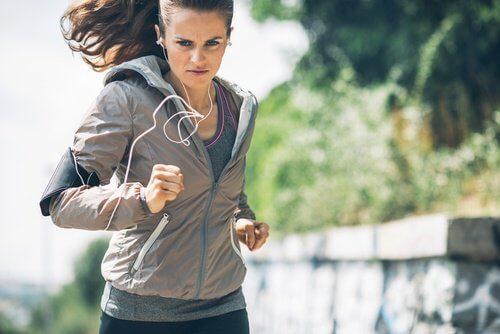 Alergatul pe lista de exerciții pentru a slăbi