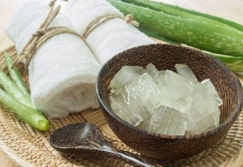 Pentru un abdomen ferm, aplică tratamentul cu aloe vera și castravete