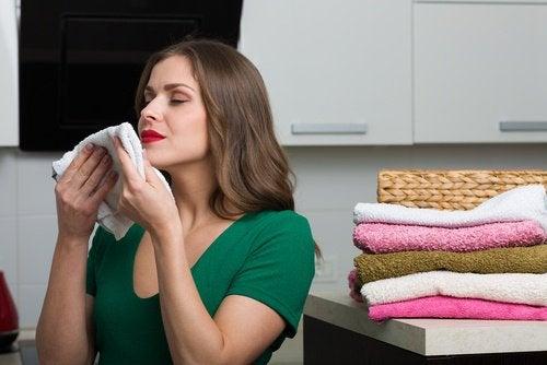 Chimicalele din balsamul de rufe îți pot afecta sănătatea
