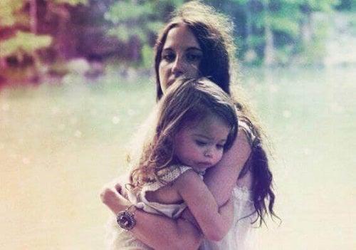 Copil cu părinții hiperprotectori