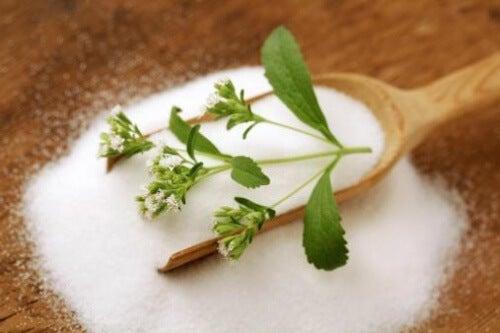 Cultivi stevia acasă ca și îndulcitor