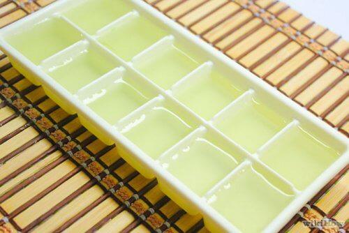 Cum depozitezi gelul de aloe vera în tăvițe