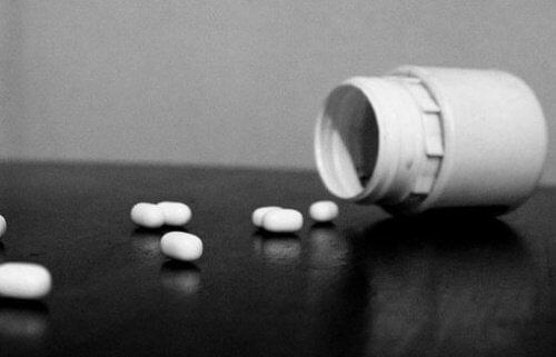 Depresia trebuie tratată cu medicamente prescrise de un medic