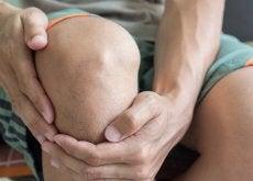 Durerile de genunchi pot avea cauze diverse