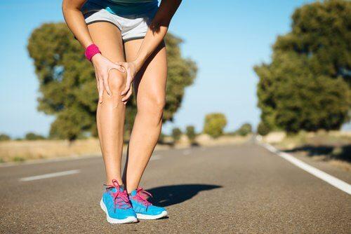 Durerile de genunchi cauzate de cheagurile de sânge