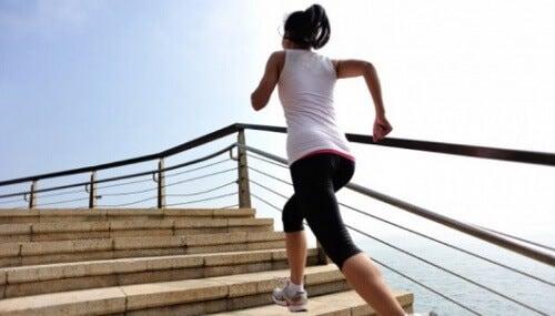 Durerile de genunchi ce survin când urci scările