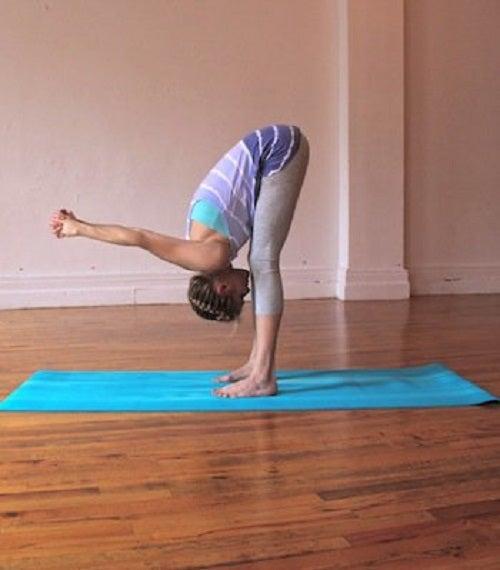 Anumite poziții de yoga te ajută să ameliorezi durerile de spate