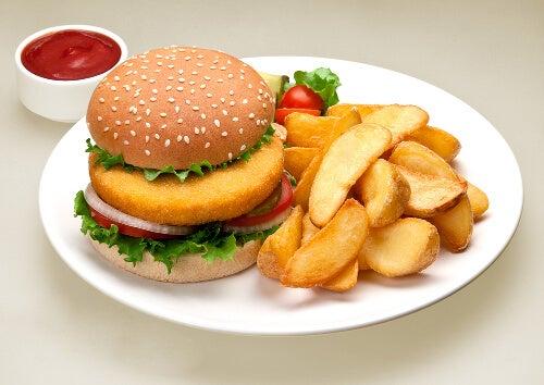 Mâncarea fast food provoacă celulita