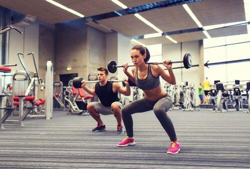 Fitnessul pe lista de exerciții pentru a slăbi