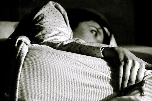 Insomnia te ține treaz noaptea
