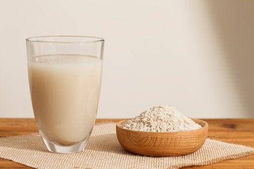 Laptele de orez este o băutură sănătoasă