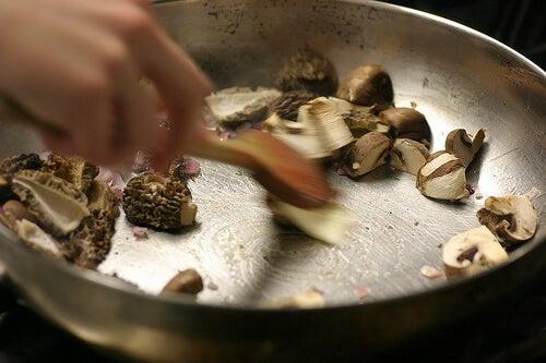 Latura toxică a gătitului și tigăile