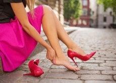 Pantofii incomozi provoacă leziuni și bășicii