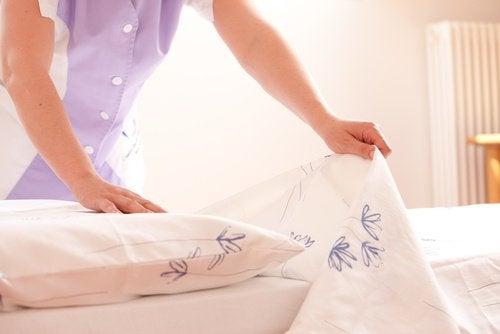 Pentru a-ți dezinfecta camera, fă-ți patul în fiecare dimineață