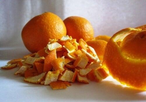 Combinația de coajă de portocală și albuș este benefică pentru piele
