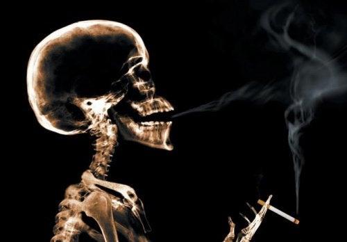 Sevrajul nicotinic provoacă simptome manifestate în special dimineața