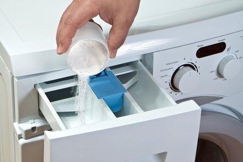 Soluții pentru a curăța mașina de spălat cu bicarbonat