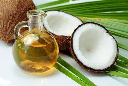 Uleiul de cocos este unul dintre acele uimitoare remedii pentru vergeturi
