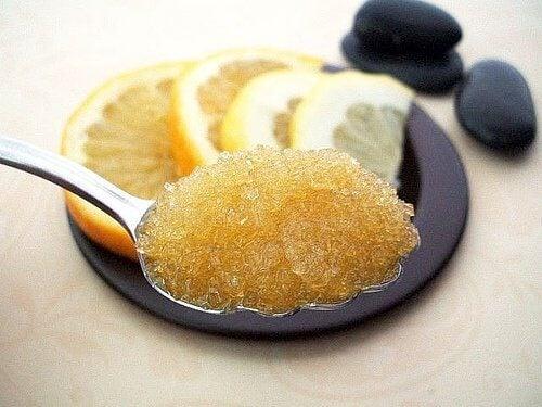 Zahărul este unul dintre cele mai bune exfoliante naturale