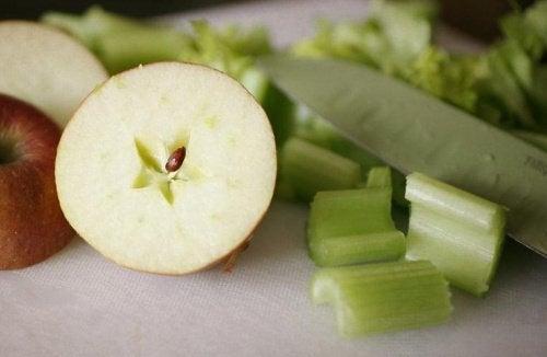 Consumul de țelină și de mere verzi este benefic pentru rinichi