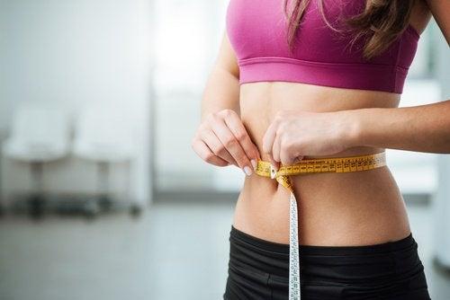 Un abdomen plat este visul multor femei
