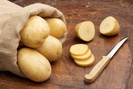 Cartoful pe lista de ingrediente naturale care curăță rugina