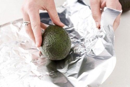 Cum se coace un avocado în folie de aluminiu