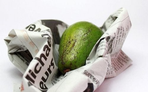 Cum se coace un avocado în ziar