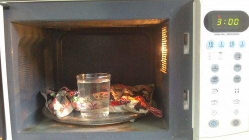 Utilizări ale cuptorului cu microunde pentru comprese calde
