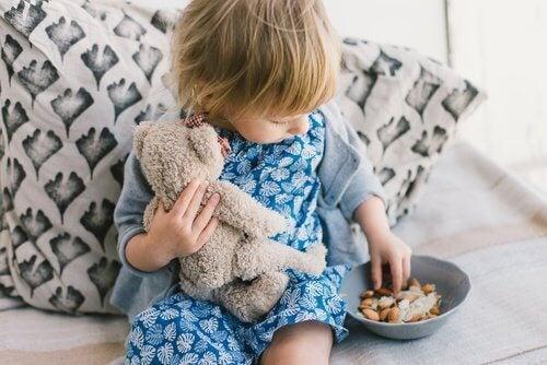 Educația copiilor prea ridigă provoacă distrugerea stimei de sine a micuților
