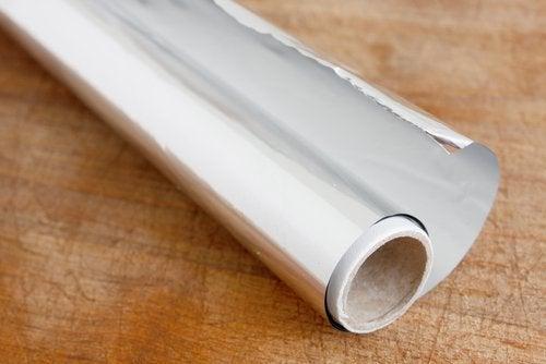 Folia de aluminiu îndepărtează rugina