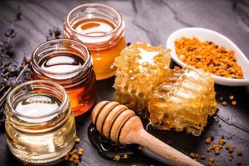 Remediu cu miere și curcuma pentru tratarea multor afecțiuni