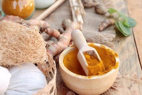 Combinația de miere și curcuma oferă multe beneficii