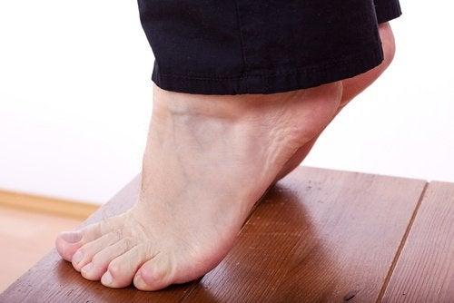 Ridicările de călcâie te ajută să remediezi pielea lăsată de pe picioare