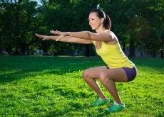 Următoarele exerciții îți permit să remediezi pielea lăsată de pe picioare