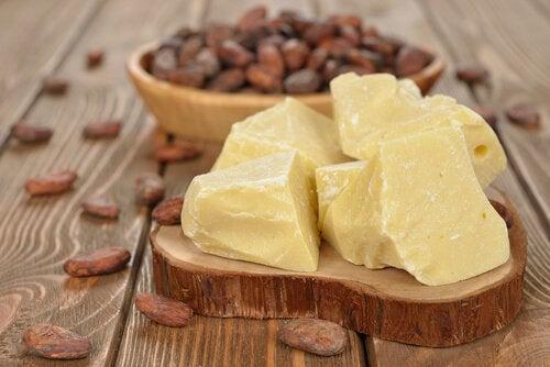 Săpun de casă pentru dermatită cu unt de cacao