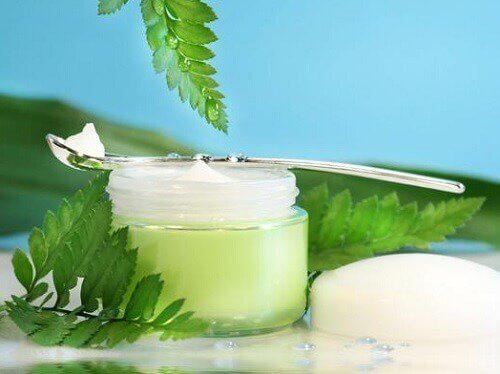Spălarea feței trebuie efectuată cu produse de calitate