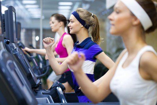 Practicarea sportului pentru a trata urinarea frecventă la femei