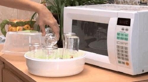 Utilizări ale cuptorului cu microunde pentru sterilizare de vase