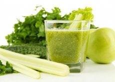 Sucul de țelină și de mere verzi curăță rinichii