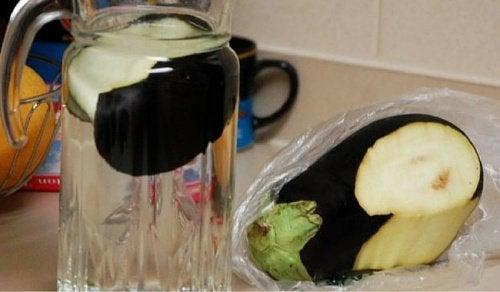 Apa de vinete te ajută să slăbești
