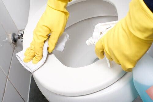 Curăță-ți baia cu produse naturale