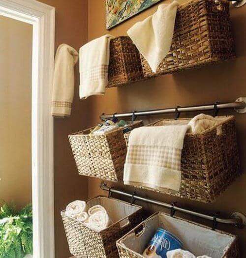 Îți poți decora baia cu rafturi improvizate