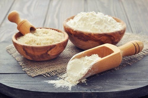 Și făina de orez este utilă pentru a trata călcâieie crăpate