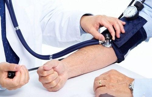 Hipertensiunea apare când te culci foarte târziu noaptea