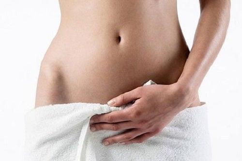 Ca să îți menții vaginul sănătos, evită dușurile vaginale