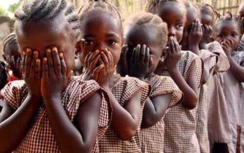 Mutilarea genitală a femeilor nu are loc doar în Africa